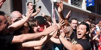 Byron Kellerher s'offre un bain de foule dès son arrivée au Capitole