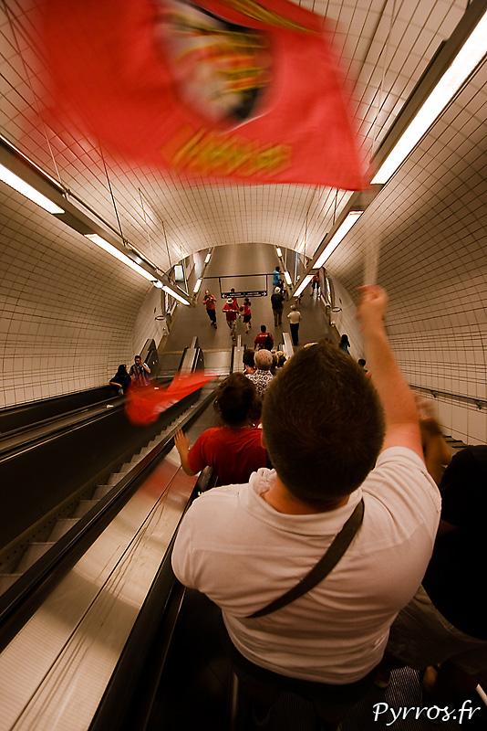 Dans le métro (station Capitole) les supporters prolongent la fete
