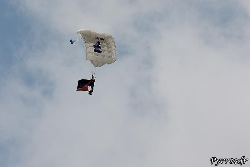 Parachutistes 3eme RMAT (airexpo 2010), parachute utilisés de type aile