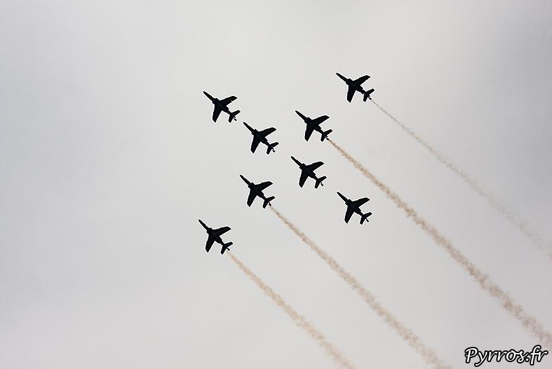 Patrouille de France (Airexpo 2010) sous un ciel voilé, premiere démonstration public de 2010, formation croisillon