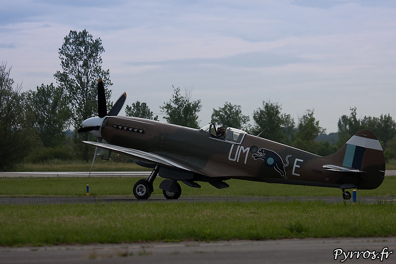 Supermarine 389 Spitfire MkXIX sur taxiway