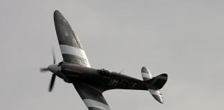Supermarine 389 Spitfire MkXIX virage à gauche