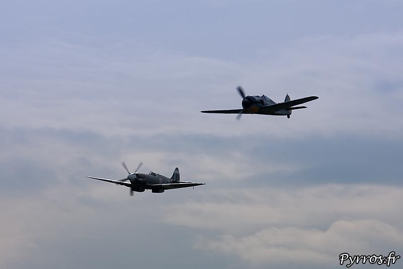 Focke-Wulf Fw-190A-8/N et Supermarine 389 Spitfire MkXIX en patrouille