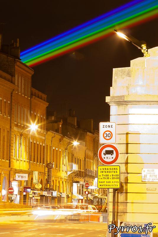 Global Rainbow installation laser par l'artiste Yvette Mattern et Laserfabrik à Saint Cyprien