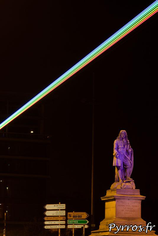 Global Rainbow installation laser par l'artiste Yvette Mattern et Laserfabrik, Statue de Paul Riquet
