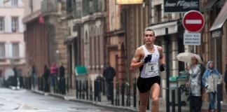 Mikhail Kulkov (troisième)Sous la pluie d'automne, se deroule, le quatrième marathon du Grand Toulouse