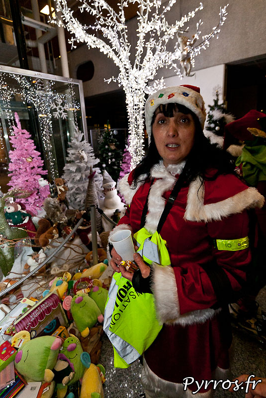 Portrait, Les patineurs deviennent les Pères et Mère Noël des enfants hospitalisés : chaque patineur est invité à venir avec un cadeau