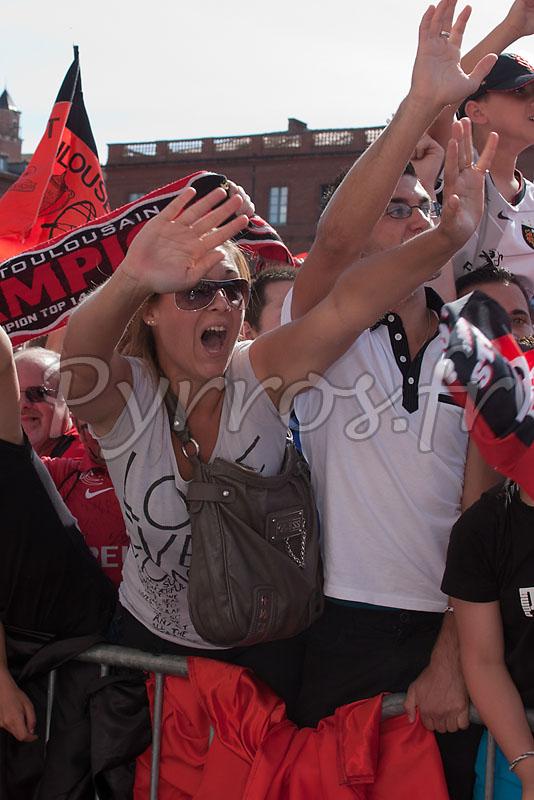 Les supporters son nombreux pour apercevoir le Bouclier de Brennus