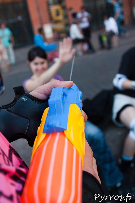 Chaque année Roulez rose propose une randonnée à thème rafraichissante pour tous les patineurs : Pistolets à eau