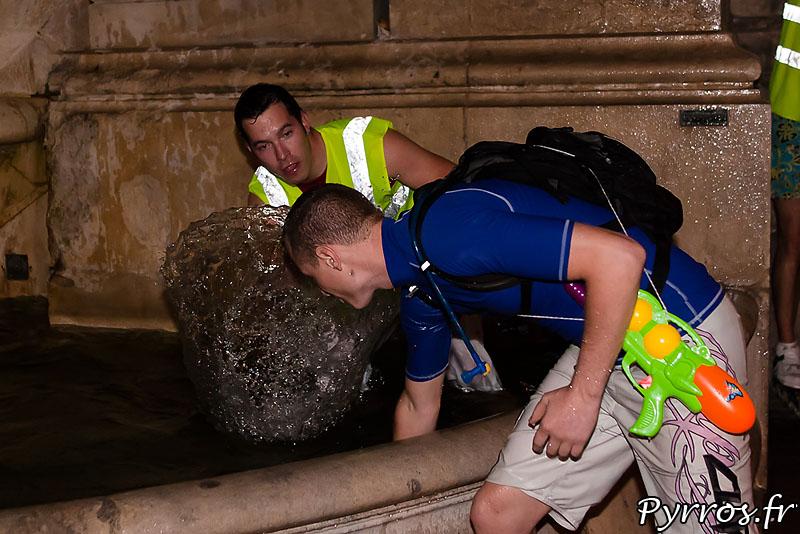 Rapide passage dans la fontaine, les roller ne sont pas water proof.