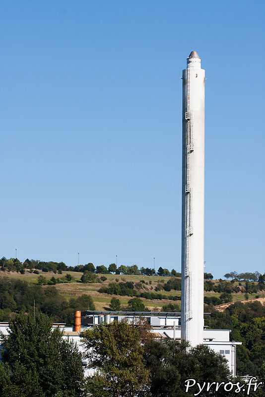 L'usine de la SNPE voisine de l'usine AZF est toujours en activité, elle prépare le carburant pour les fusée Ariane V