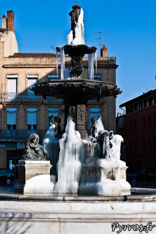 La fontaine Olivier a profité du froid pour se couvrir de glace nous offrant l'opportunité de graver de telles images