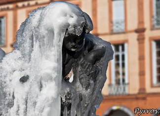 Fontaine Olivier dans la glace finement ciselée