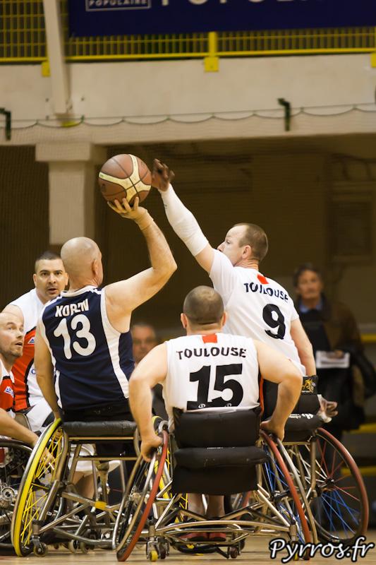 Bertrand LIBMAN et Jean-Pascal LAFFONT tentent d'empêcher David KOREN de scorer