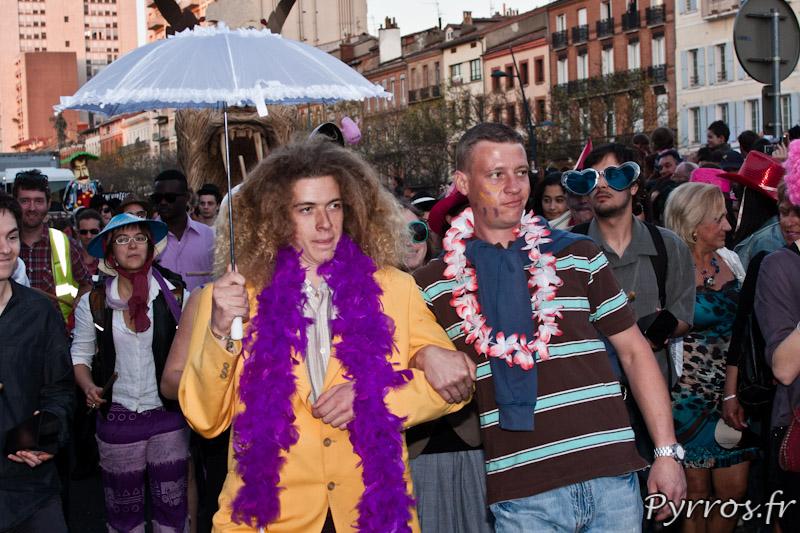 La parapluie tradition des carnavals de Dunkerque. Inutile en ce vendredi estival
