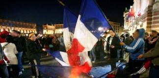 Drapeaux brulés en 2007 (photo Xavier de Fenoyl/DDM)