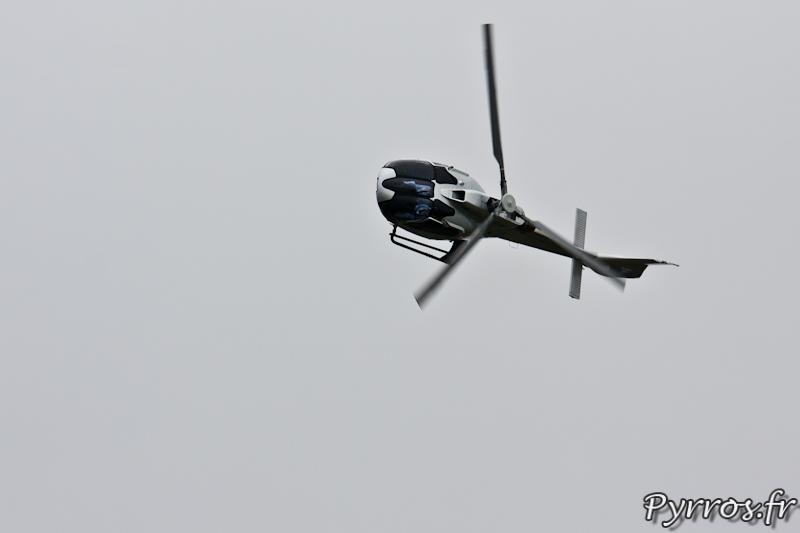 Virage à gauche avec un angle important de l'EC130 T2, Airexpo 2012