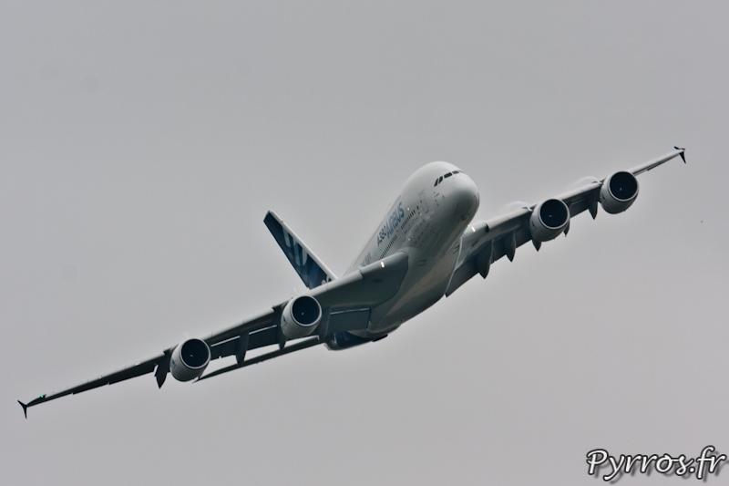 Virage à droite volets sortis, Airbus A380, Airexpo 2012