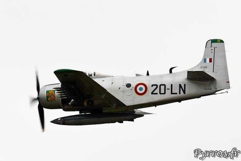 Douglas AD-4N Skyraider F-AZHK vol à plat à Airexpo 2012