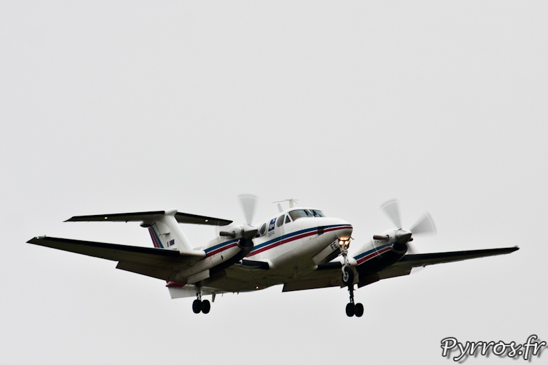 Beech B200 Super King Air volets et trains sortis