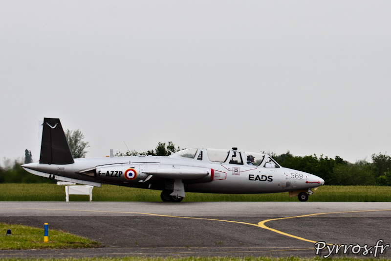 Fouga CM-170 Magister atterrissage a Airexpo 2012