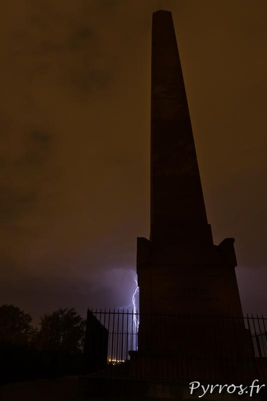 L'obélisque de Toulouse est équipé d'un para-foudre qui n'a pas servi dans la nuit du 27 au 28 juin 2012