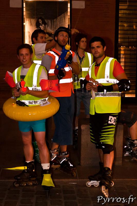 Les staffeurs en action lors de la randonnée pistolets à eau.