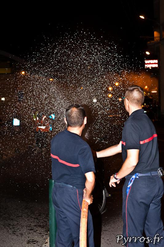 Participation des pompiers de la caserne Lougnon pour arroser les randonneurs