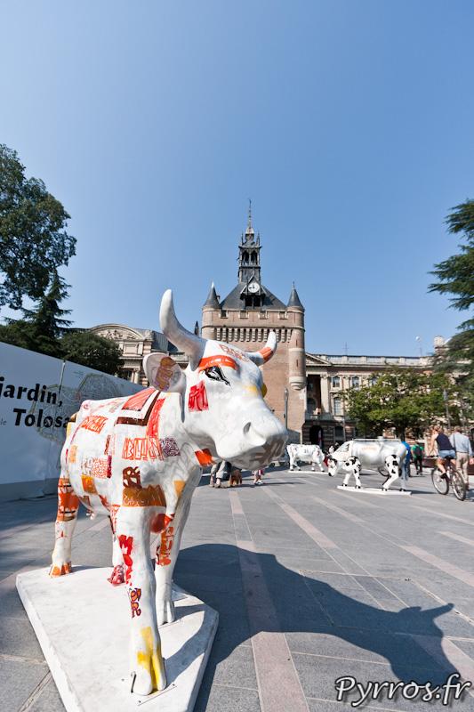 CowParade à Toulouse dans le nouveau square du Capitole