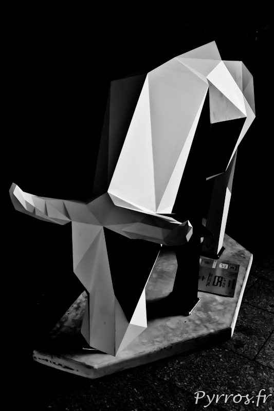 CowParade à Toulouse vache cubique en noir et blanc