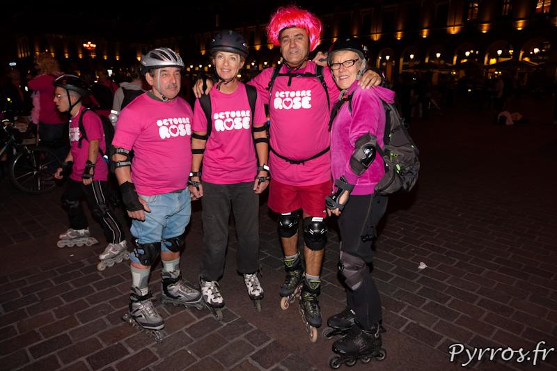Pour Octobre Rose, Roulez Rose organise une randonnée Roller ou sont distribues des Tee Shirt.