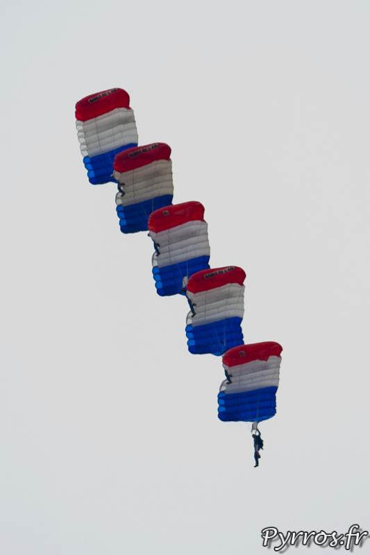 Gimont Aéro, Equipe de Parachutistes de Présentation et de Compétition de l'Armée de l'Air, voile contact à 5