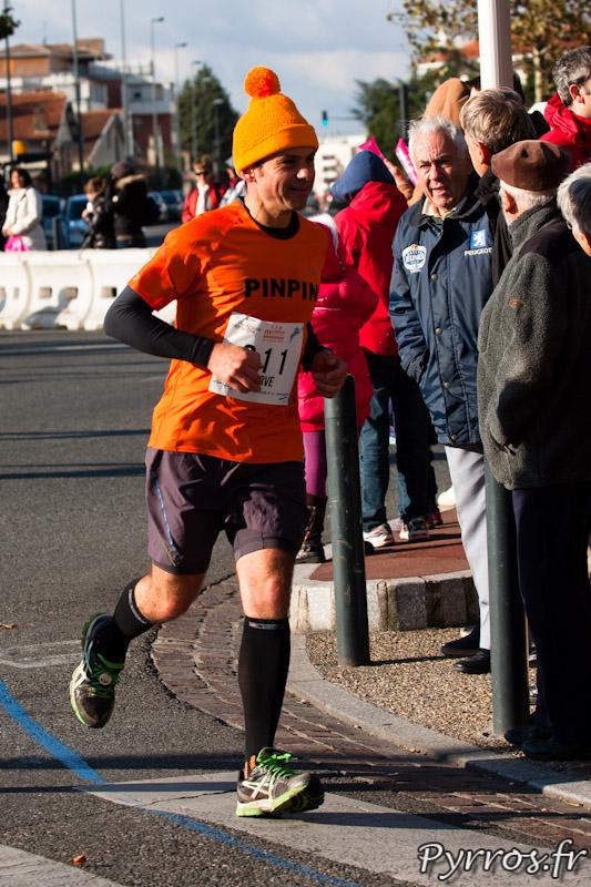 Marathon International de Toulouse Métropole, Pinpin (dossard 311) est reconnaissable grâce à son bonnet orange