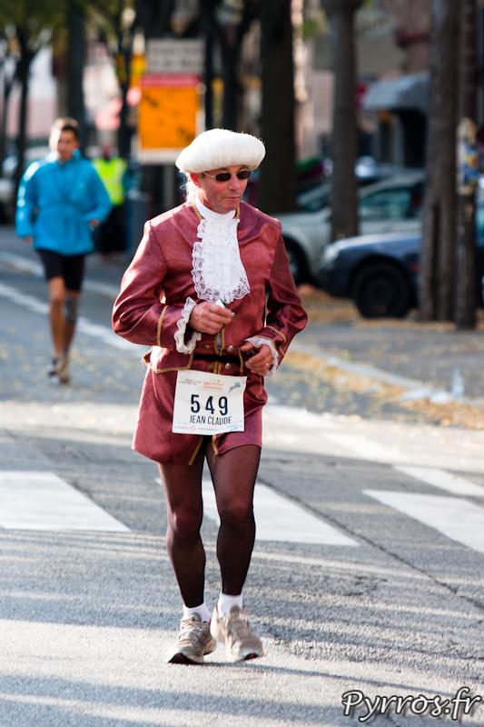 Marathon International de Toulouse Métropole, quelques personnes font le marathon costumés