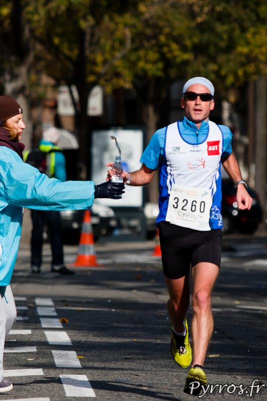 Marathon International de Toulouse Métropole, à cause du froid les coureurs évitent de s'arroser