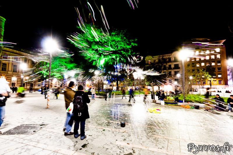 """Eclairages de Noël à Toulouse dans le square du Capitole se cache un """"faiseur de bulles"""""""