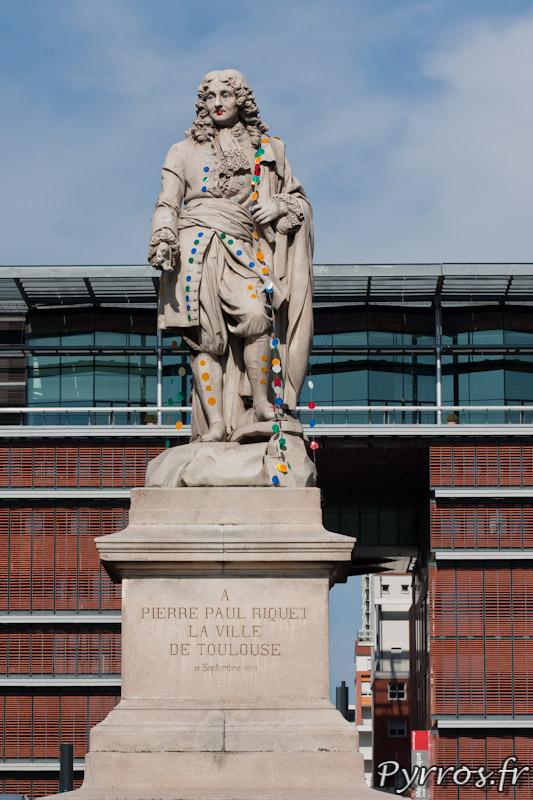 """Statue Pierre-Paul Riquet - """"Le plus beau pour aller danser"""", Installation realisee par Neva et Jacky Gotthilf"""