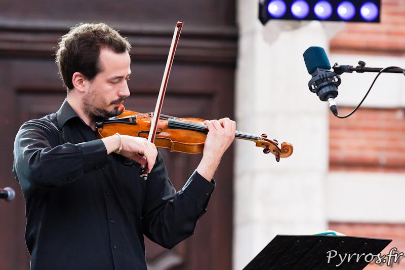 """32 eme fête de la musique, Duo de Severac, le violoniste sur la grande """"Scène Nouveaux Talents"""""""