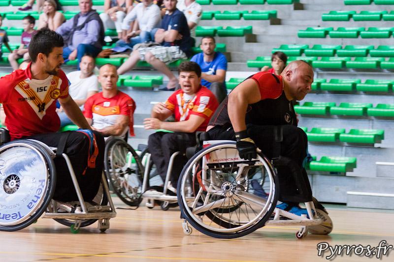 Rugby a XIII handisport, le joueur du Stade Toulousain pose le ballon derriere la ligne d'en but