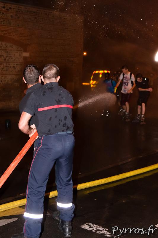 Les pompiers de la caserne Lougnon participent à leur façon à la Randonnée roller pistolets à eau