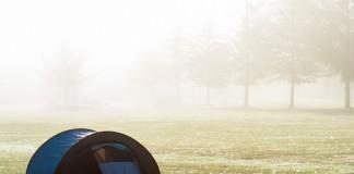 Camping au centre d'accueil de la ville de Toulouse à Saint Laurent de Neste, réveil dans le brouillard.