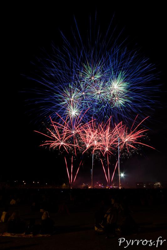 Pour clore les grandes fêtes de Balma un feu d'artifice est organisé, bouquet intermédiaire