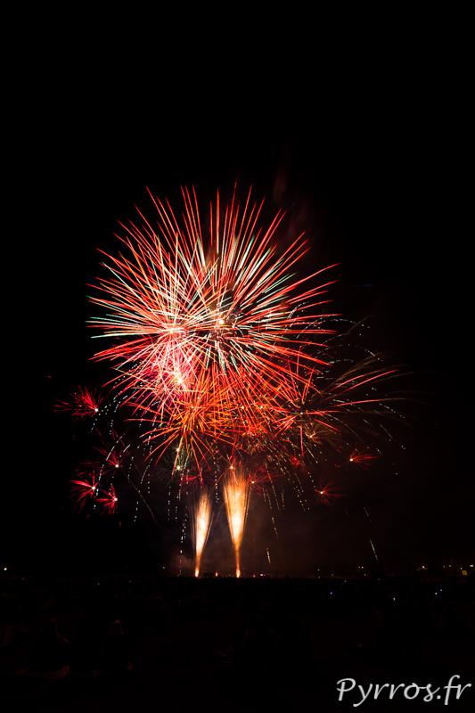 Pour clore les grandes fêtes de Balma un feu d'artifice est organisé, bouquet final, sous le regard du public
