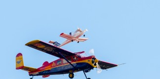 La Navette Bretonne est l'association de deux avion, largage du Cri Cri
