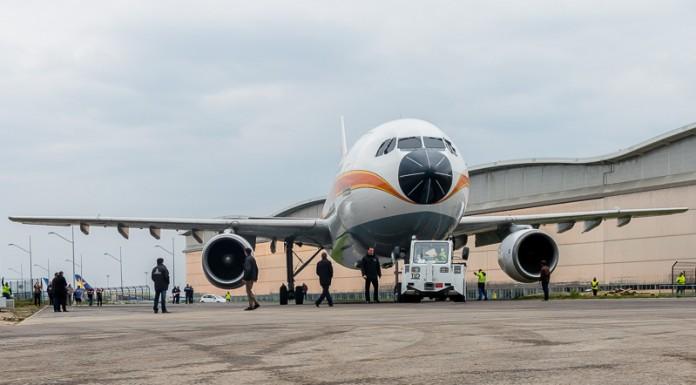L'Airbus A300B est conduit vers le musée Aéroscopia