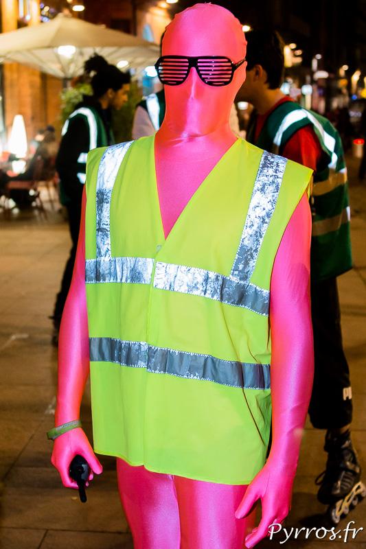 Le Carnaval de Roulez Rose, le staffeur morphsuit rose