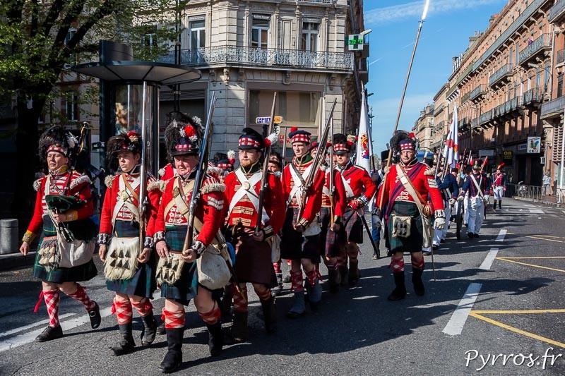 Les écossais défilent dans Toulouse pour se rendre au Capitole