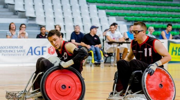Pablo NEUMAN (13) de STRH (France) porte le ballon jusque dans l'en-but protégé par Christophe SALEGUI (11) de STRH (France)
