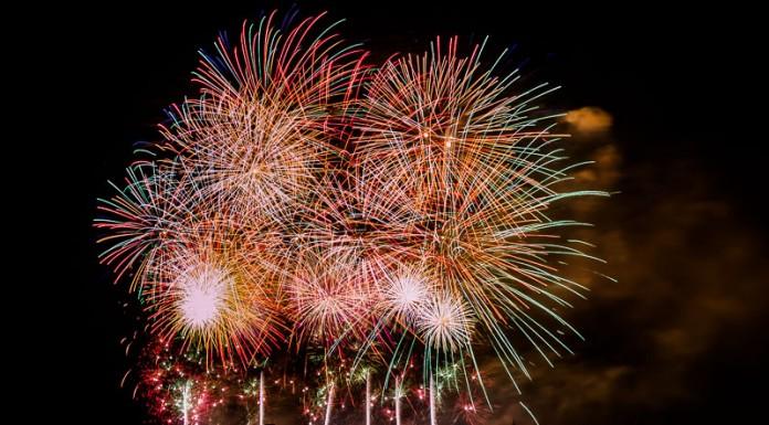 Le feu d'artifice de Carcassonne se termine dans un bouquet final impressionnant