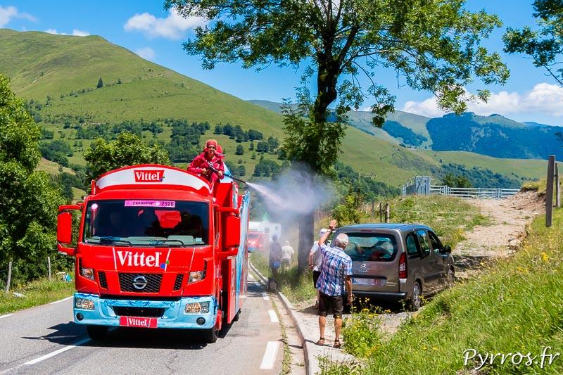 Caravane Publicitaire du Tour de France dans le col de Peyresourde, Vittel